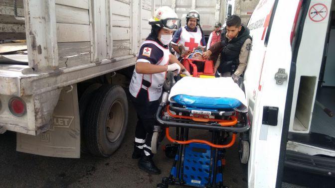 Hombre queda prensado por camioneta de 3 toneladas sin frenos